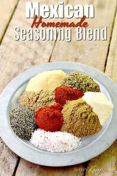 homemade Mexican Seasoning Blend recipe is so easy to make and very versatile. Use it with chicken, pork, beef, or veggies. Tacos, fajitas and more are waiting to be made! Homemade Spice Blends, Homemade Spices, Homemade Seasonings, Spice Mixes, Homemade Dry Mixes, Mexican Chicken Seasoning, Chicken Spices, Mexican Seasoning For Chicken, Mexican Spice Blend Recipe