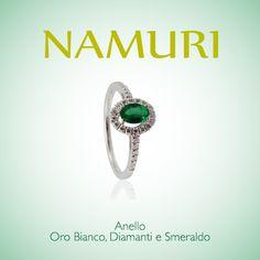 Anello Namuri oro bianco, diamanti e smeraldo.