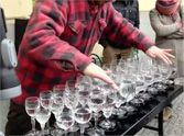 Street Artist Performs Heavenly Version of Hallelujah on Crystal Glasses - It's Incredible!