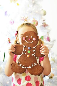 Jumbo Gingerbread Folk by Sweetapolita - OMG! Huge cookies that Sarah can decorate herself? Maybe for her birthday party, the kids can do this? If only my house was larger...LOL