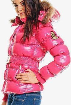 Bilder til Puhovik Fetish Moncler Jacket Women, Winter Suit, Trendy Fashion, Womens Fashion, Puffy Jacket, Cool Girl, Jackets For Women, Leather Jacket, Coats