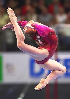 The mind reading psychopath Gymnastics Flexibility, Gymnastics Poses, Amazing Gymnastics, Sport Gymnastics, Artistic Gymnastics, Olympic Gymnastics, Rhythmic Gymnastics, Female Gymnast, Calf Muscles