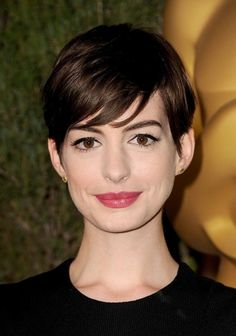 Love Anne Hathaway's pixie cut and make-up. Perfection! For more short 'dos, check out: A Cut Above The Rest: Five Short Haircuts Worth the Chop | theglitterguide.com