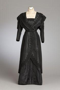 Two piece dress, silk c. 1892 New Zealand Fashion Museum