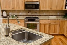 If you are in the market for countertop, it is suggested a quartz kitchen countertop. A quartz kitchen countertop is made of natural quartz combined with polymer resins. Quartz Countertops Cost, Granite Countertops Colors, Countertop Materials, Best Kitchen Cabinets, Kitchen Tiles, Kitchen Floor, Kitchen Island, Kitchen Cupboard, Kitchen Counters