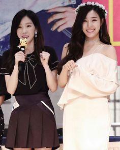 @xolovestephi 170811 | SNSD #HolidayNight Fansign event at Lotte world mall | __ #snsd #tiffany #tiffanyhwang #소녀시대 #티파니 #GIRLS6ENERAT10N http://ift.tt/2vXAMLb