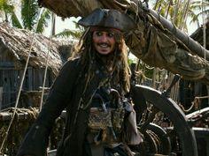 """Sechs Jahre ist es her, dass Hollywood-Star Johnny Depp zuletzt als Captain Jack Sparrow über die weltweiten Kinoleinwände flimmerte. Mit """"Pirates of the Caribbean: Salazars Rache"""" erscheint der fünfte Streifen der Piraten-Saga. In den Trailern wird der Film als """"das letzte Abenteuer"""" beworben. Eine reine Marketing-Strategie oder ist die Filmreihe tatsächlich am Ende angekommen?"""