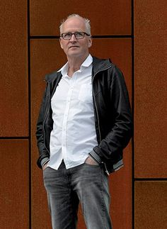 Herman Koch is acteur en internationale bestsellerauteur van onder meer 'Het Diner'. Als acteur is hij bekend van Jiskefet, waarachter hij samen met Michiel Romeyn en Kees Prins de drijvende motor was. Was, Motor, Bomber Jacket, Leather Jacket, People, Jackets, Fashion, Authors, Seeds