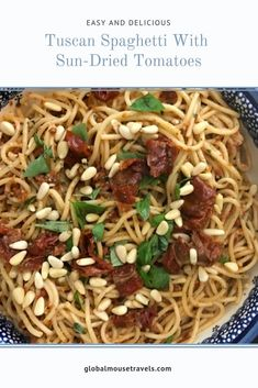 Tuscan pasta recipe - spaghetti with sun-dried tomatoes {Italy} This is easy to make and absolutely delicious. The perfect vegan / vegetarian Italian treat. Vegetarian Italian, Vegetarian Recipes, Healthy Recipes, Tuscan Pasta, Lemon Spaghetti, Italian Pasta Recipes, Vegan Main Dishes, Dried Tomatoes, Vegan Dinners