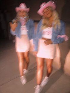 Fuck growing up I wanna be forever young | ashtonabelhouzen | VSCO Three Person Halloween Costumes, Cowgirl Halloween Costume, Cute Group Halloween Costumes, Trendy Halloween, Halloween Kostüm, Halloween Costumes For Girls, Girl Costumes, Halloween Disfraces, Poses