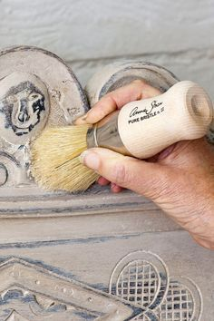 I am sharing chalk paint furniture painting tips that I learned when I attended a painting workshop with the inventor of Chalk Paint herself, Annie Sloan.
