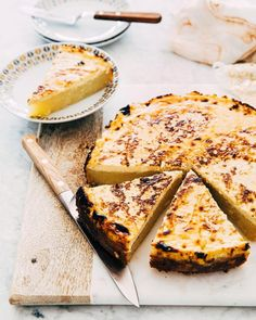 Hot Fudge Brownie Sundae Pie » Hummingbird High Almond Recipes, Baking Recipes, Dessert Recipes, Recipe For Hot Fudge, Cassava Cake, Brownie Sundae, Levain Bakery, Fudge Sauce, Fudge Brownies