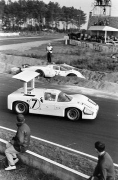 Sports Car Racing, Racing Team, Sport Cars, Race Cars, Auto Racing, Ricardo Rodriguez, 24 Hours Le Mans, Course Automobile, Chevy Van