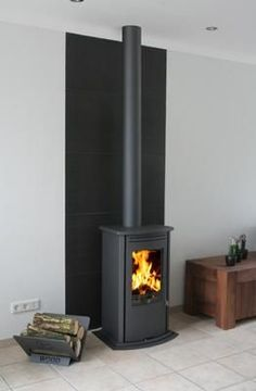 Fireplace Frame, Home Fireplace, Fireplace Design, Wood Burning Logs, Freestanding Fireplace, Moraira, Log Burner, Industrial House, Foyers