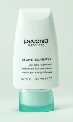 This light-textured, oil-free cream contains Glycolic Acid, Calendula and Panthenol to ensure skin is soothed, hydrated and desensitised. It is excellent for preventing pore clogging and blackhead formation. Dead skin cells, impurities and toxicity build-up are gently eliminated on a daily basis, preventing hyperkeratinisation. Recommended for acne/problematic skin. Excellent for men. UV Protection.