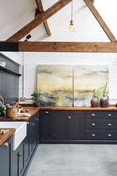 This Shaker kitchen is huge and yet it still seems to feel comfortable and homely and has the clever ability to feel both industrial and a little bit country chic. A pantry blue paint colour look perfectly at home in this renovated cattle shed. Home Decor Kitchen, Rustic Kitchen, Country Kitchen, New Kitchen, Kitchen Industrial, Grace Kitchen, Kitchen Artwork, Minimal Kitchen, Kitchen Paint