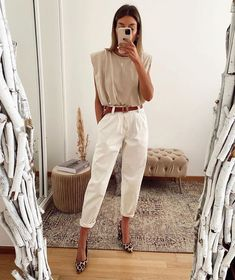 Discover recipes, home ideas, style inspiration and other ideas to try. Street Style Outfits, Mode Outfits, Chic Outfits, Summer Outfits, Fashion Outfits, Womens Fashion, Party Dress Outfits, Fashion Pants, Fashion 2020