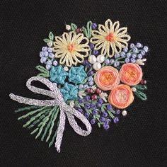 *豪華な花束を デザインしました。 * * 色々な花を色々なステッチで。 * * 特別な日の黒い服に映えるような、花束ブローチと、オーダー受けました。 * * * よき日になりますよう、私も願います! * * * * * #花束#薔薇 #embroidery#手刺繍 #Bouquet #刺繍#DMCembroidery #刺繍作家 #embroideryart #刺繍ブローチ#interior #em_hm #ヴィンテージ #特別な日 #黒 #作り手#カラフル#vintage #デコレーション #ジュエル刺繍 #atelierao #ao303 #needlework#자수#stickerei #クラシカル #薔薇の花束 #broderie#вышивка #flowerdesign