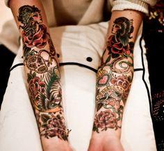 tatouage bras et avant-bras de style mixte japonais et mexicain