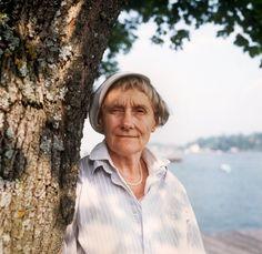 11 vackra och kloka Astrid Lindgren-citat vi aldrig glömmer Book Quotes, Words Quotes, Wise Words, Astrid Lingren, Children's Book Characters, Swedish Women, Pippi Longstocking, Who Runs The World, Badass Women