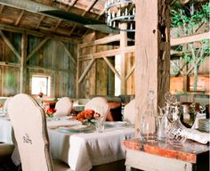The incredible interior design of this #Barn #Venue was done by interior designer Suzanne Kasler. Blackberry Farm would be ideal for a farm-to-fork dinner, wedding, social event or reunion with the fam or friends!