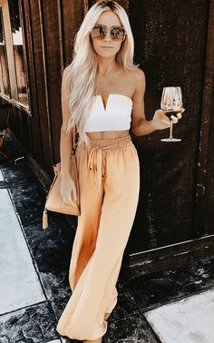 girls night out outfit! love the wide leg pants and crop top look! girls night out outfit! love the wide leg pants and crop top [. Girls Night Out Outfits, Trendy Summer Outfits, Woman Outfits, Spring Outfits, Summer Ootd, Summer Brunch Outfit, Summer Outfits For Vacation, Summer Fashions, Holiday Outfits