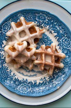 Sweet Treats: food, photography, life: Waffle Weekend: Vanilla Bean Waffle Doughnuts
