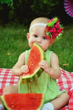 67 ideas 6 month baby pictures watermelon for 2020 Baby Girl Photography, Children Photography, Photography Poses, Summer Photography, Birthday Pictures, Baby Pictures, Watermelon Pictures, Book Bebe, Watermelon Baby
