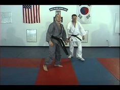 There are 25 basic kicks in Hapkido. This video shows the kicks 21 thru 25 as demonstated by Ji Han Jae instructors Korean Martial Arts, Stepper Workout, Hong Kong Movie, Martial Arts Techniques, Hapkido, Mind Body Spirit, Burn Belly Fat, Wing Chun, Krav Maga
