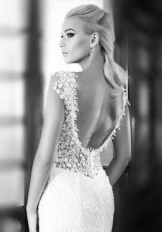zoom sur dos nu de la robe de mariage