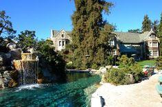 ヒュー・ヘフナーの邸宅のプール