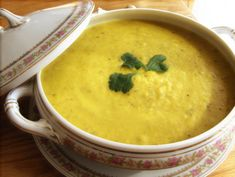Spiced Cauliflower Soup--an delicious and easy Indian-spiced #vegan soup. #recipe