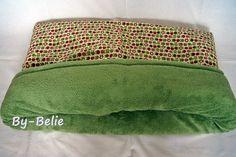 Hier ein Schlafi im Apfeldesign mit grünem Wellnessfleece.