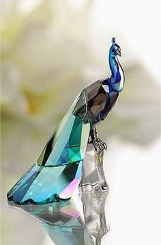Obsessed with peacocks. Here, Swarovski 2013 SCS Peacock. Peacock Decor, Peacock Art, Swarovski Crystal Figurines, Swarovski Crystals, Cristal Art, Art Ancien, Glass Figurines, Beautiful Birds, Decorative Accessories