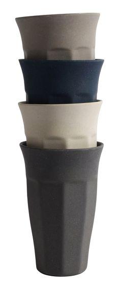 Bambusbecher latte, grautöne. Formschöner Becher aus Bambus von Nordal. Ob Kaffee, Tee oder Wasser... aus diesem Becher genießt man einfach