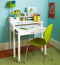 I love this desk. Love it. I have no idea where to get a desk like this, but it is my dream to own one. The web site where I found this image is no help. Please tell me if you know where I can find a desk like this!