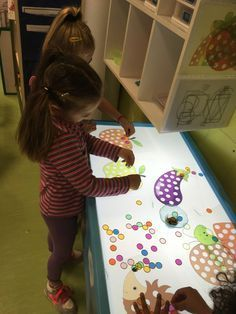 Sensory Table, Sensory Play, Diy And Crafts, Crafts For Kids, Paper Crafts, Class Decoration, Montessori Toddler, Reggio Emilia, Infant Activities