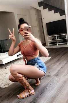 imagem discovered by Actual Goddess. Discover (and save!) your own images and videos on We Heart It Cute Hipster Outfits, Dope Outfits, Cute Summer Outfits, Short Outfits, Casual Outfits, Fashion Outfits, Summer Shorts, Summer Lookbook, Selfie