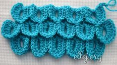 Crocodile Stitch looks great for cowl, purse, or the famous crochet crocodile booties. A single row of scales can use as an edging ♦ Free step-by-step crochet photo tutorial.