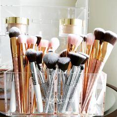 The Master Blending Makeup Brush set is already available at GlamUpp. How To Wash Makeup Brushes, Best Makeup Brushes, Makeup Tools, Best Makeup Products, Makeup Brush Holders, Makeup Brush Set, Hair Brush, Makeup Storage, Makeup Organization
