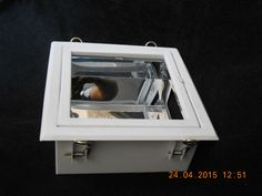 Gabinete de Empotrar con Marco Abatible  Fabricado en lamina negra rolada en frio, calibre 26, pintado en blanco con pintura en polvo de aplicación electrostática, con reflector de aluminio especular.