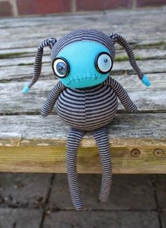 The Art Of Making Stuffed Toys - Bored Art stuffed toys 23 Sewing Toys, Sewing Crafts, Creepy Toys, Sock Crafts, Diy Crafts, Ugly Dolls, Sock Dolls, Monster Dolls, Felt Monster