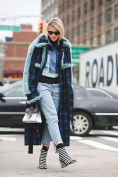 Lessons In Layering From The Streets Of New York City #refinery29  http://www.refinery29.com/2016/02/103173/ny-fashion-week-fall-winter-2016-street-style-pictures#slide-34  Clashing patterns and textures....