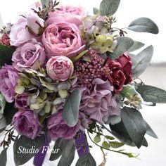 くすみピンクのバラのナチュラルクラッチブーケ Silk Flower Bouquets, Silk Flowers, Floral Wreath, Wreaths, Decor, Flowers, Decoration, Door Wreaths, Dekoration