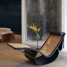 Rio Chaise by Oscar Niemeyer available at ESPASSO. Midcentury modern Brazilian design.