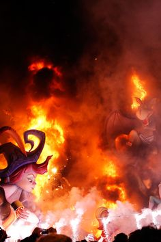 Las Fallas (English: Falles) celebration in Valencia (ARTICLE in English / PICTURES) - Spanish culture