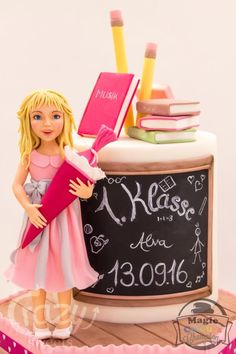 This cake is for the school enrollment of my youngest daughter. Teachers Day Cake, Teacher Cakes, Mini Tortillas, Cake Frosting Designs, College Graduation Cakes, Cake Designs For Girl, School Enrollment, Gravity Defying Cake, Birthday Cake With Photo