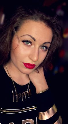 <3 Happy NEW YEAR to you all ! ;) <3 #me #Veroniee #red #lips #curly #brunett #golden #Slovakia #green #eyes