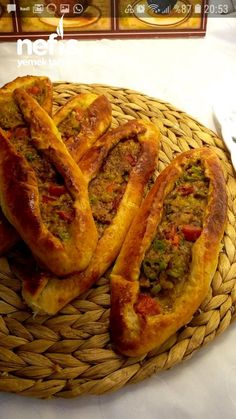 How to make Mince Puff Pide Recipe? Here you will find an illustrated description of Puffy Puffy Pita Recipe in the book of people and photos of those who tried it. Pita Recipes, Healthy Recipes, Turkish Pizza, Turkish Recipes, Ethnic Recipes, Dinner Party Recipes, Homemade Dog Treats, Diy Food, Hot Dog Buns