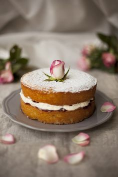 Delicate Victoria sponge recipe with jam and softly whipped cream - fit for a princess!
